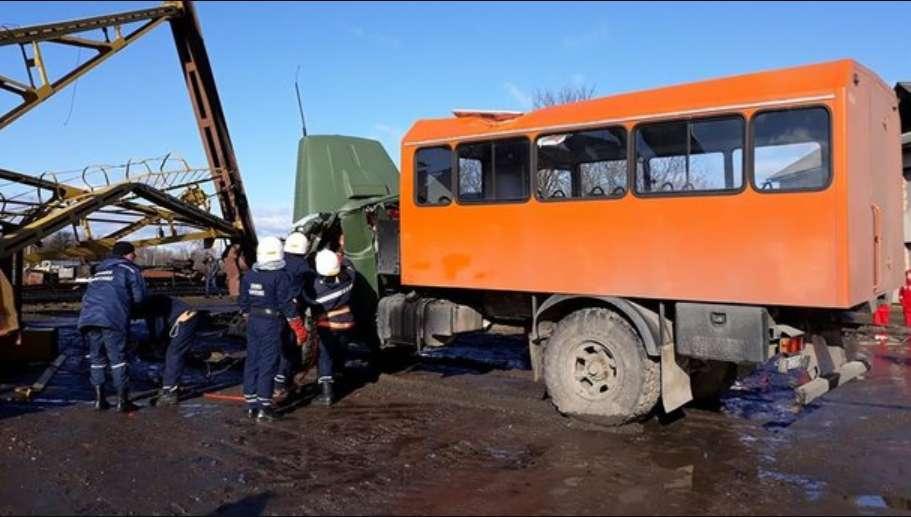 Смертельна трагедія на Прикарпатті: Величезний кран впав на машину з людьми