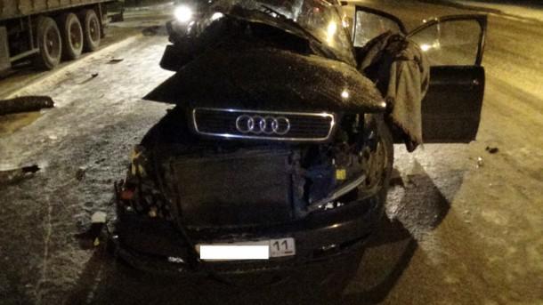 Діти загинули на місці: чорний Audi врізався в зупинку і збив трьох підлітків