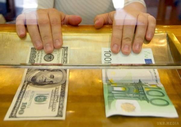 """Нові рекорди: повідомили """"свіжий"""" курс валют, долар знову значно подорожчав"""