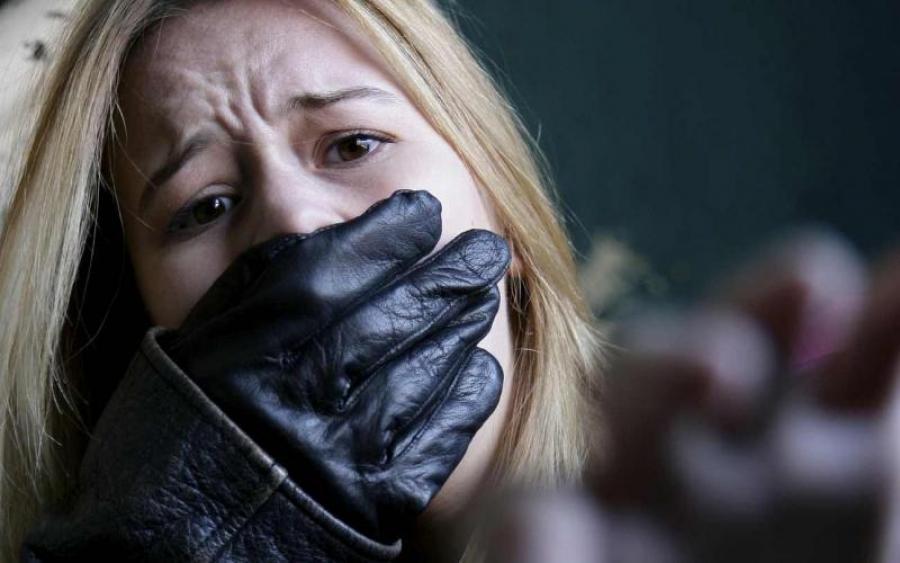 """""""Об неї гасили запалені цигарки…"""": Група школярів тримала в полоні й гвалтувала свою однокласницю"""