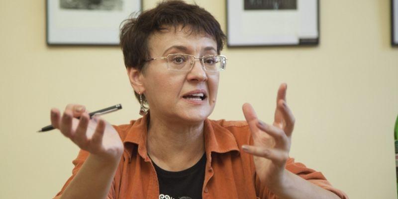 """""""Те, що ця ***** ***** роздає інтерв'ю, а не сидить у психлікарні"""": Відома українська письменниця потрапила під критику через своє висловлювання"""