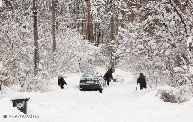 Попередьте рідних! синоптик дала прогноз на початок тижня – мокрий сніг, сильний вітер і складна ситуація на дорогах