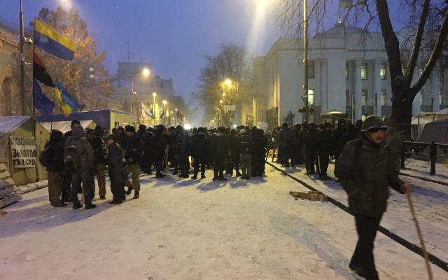 У Києві з наметового містечка вивезли труп: з'явилися перші кадри