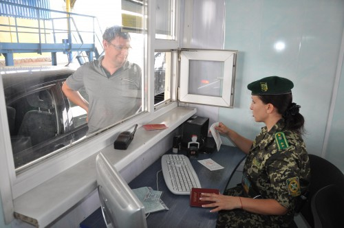 Чоловікам до 45 років заборонено перетинати кордон: військовий комісар розповів подробиці
