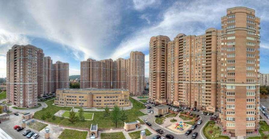 Отримала від батька дві квартири і п'ять автомобілів: Непоганий спадок київської ДФСниці, при 10 тисячах на рік