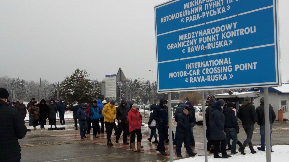 Українці обурені новим законопроектом про митницю: Протестувальники заблокували кордон з Польщею