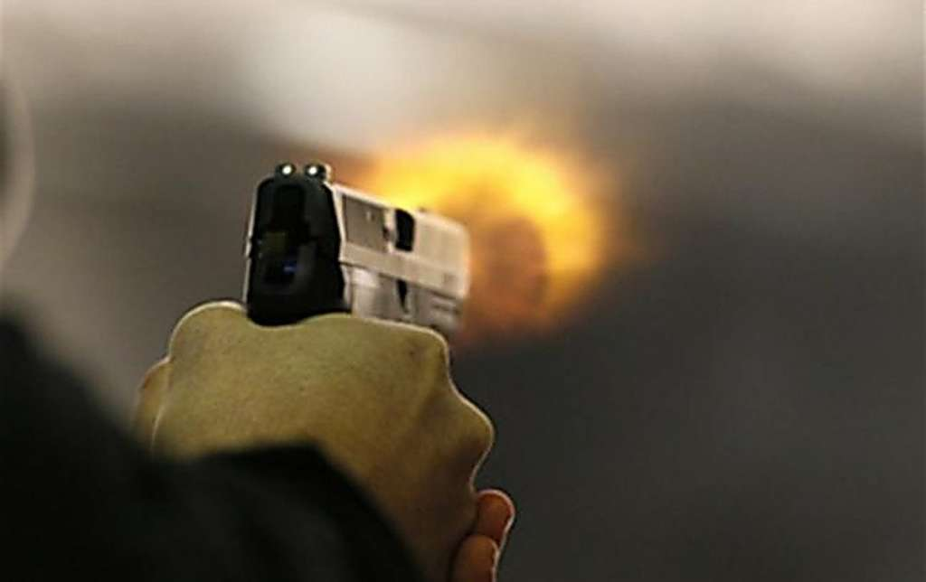"""""""Дістав пістолет і …"""": У Дніпрі двоє чоловіків влаштували перестрілку прямо біля клубу"""