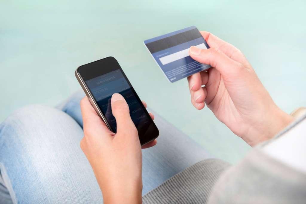Банки зробили офіційну заяву: Цей додаток на телефоні знімає всі гроші з банківської карти