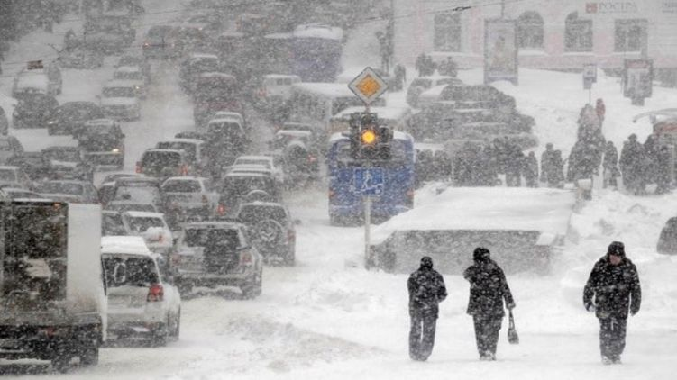 У Львові сильний снігопад завдав неабияких втрат, снігоприбиральна техніка не може впоратися