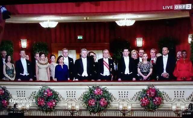 Конфуз з президентом на Віденському балу: На чиє місце сів Порошенко?