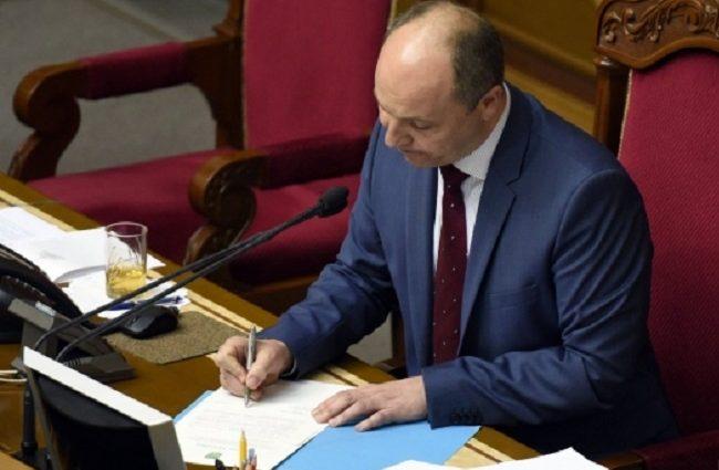 Нарешті остаточно вирішили! Парубій підписав закон, прийняття якого чекають всі українці. Невже все зміниться?