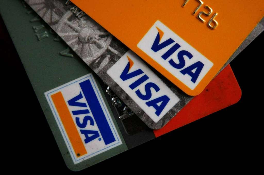 Популярний банк заблокував картки VISA: Що потрібно знати та робити українцям
