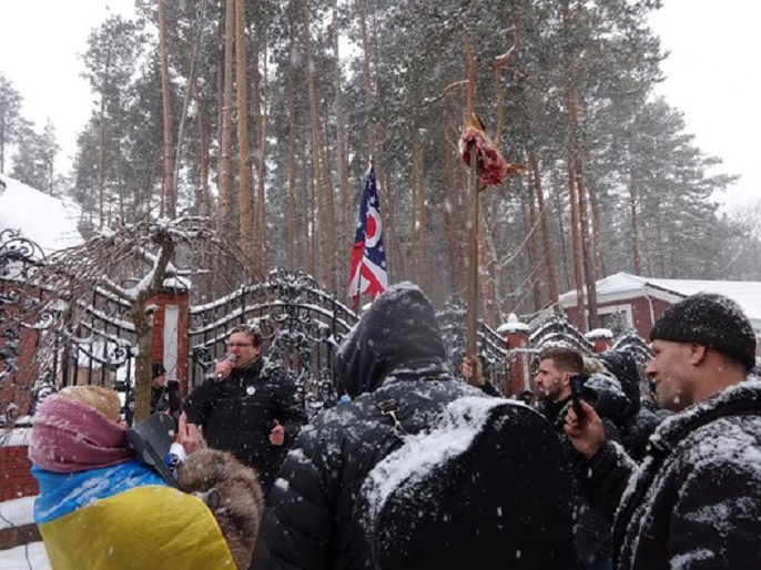 """""""Підбігли супроводжуючі Віталіча і почали бити …"""": Стало відомо чим закінчився вчорашній мітинг біля будинку Луценка"""