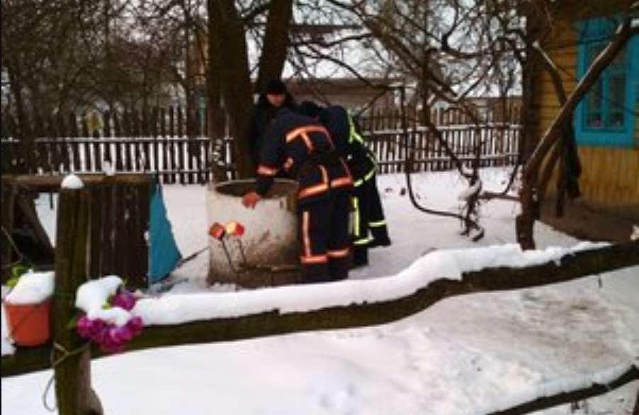 """""""Через необережність впав у воду"""": У Рівненській області в колодязі потонув чоловік"""