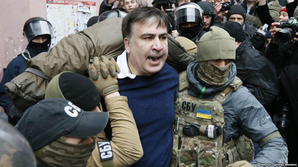 """""""Відвезений в невідомому напрямку"""": В київському ресторані затримали Саакашвілі"""