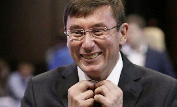 """""""Ми відпрацьовуємо відпустку Луценка"""". Прокурори заявили про урізання зарплати"""