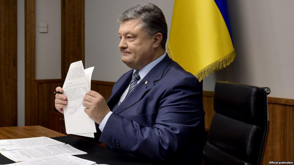 """""""Спрямований на підвищення рівня…"""": Петро Порошенко підписав важливий закон, якого всі давно чекали"""