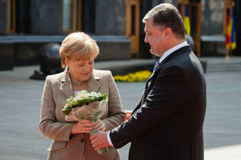 """""""Відбудеться також контакт"""": Стали відомі перші подробиці розмови Порошенка і Меркель"""