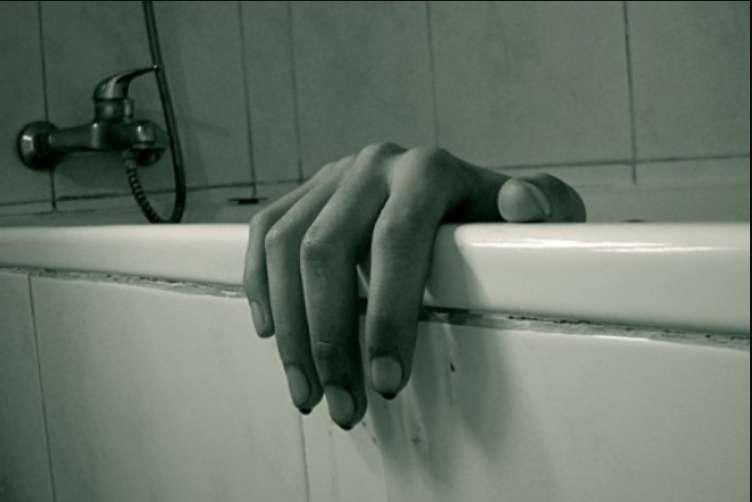 """""""Затягнула дочку у ванну і там втопила"""": Моторошна історія жінки, яка стала жертвою найбільшої секти України"""
