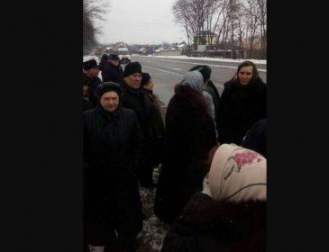 """""""Супрун довела!"""" На Львівщині пенсіонери перекрили трасу, а все через…"""