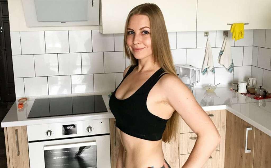 Точно взяв за професіоналізм?: Українців вразила красуня-блондинка, помічниця відомого нардепа