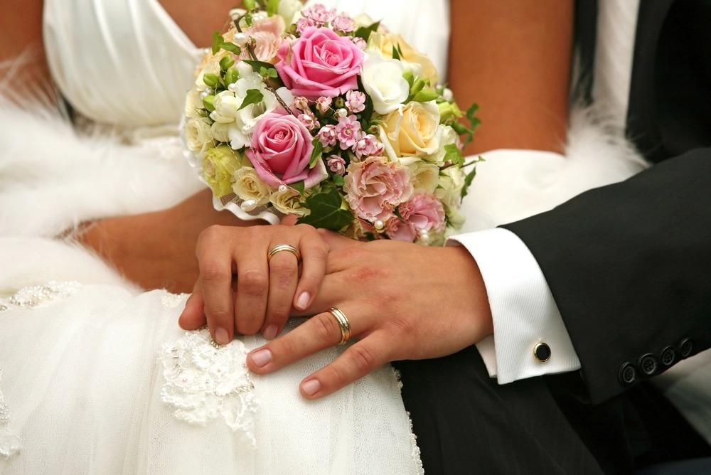 Дорогі сукні і обручки, прислуга з прокурорів: Найгучніші і найскандальніші весілля українських політиків. Подивіться, що вони тільки видумують