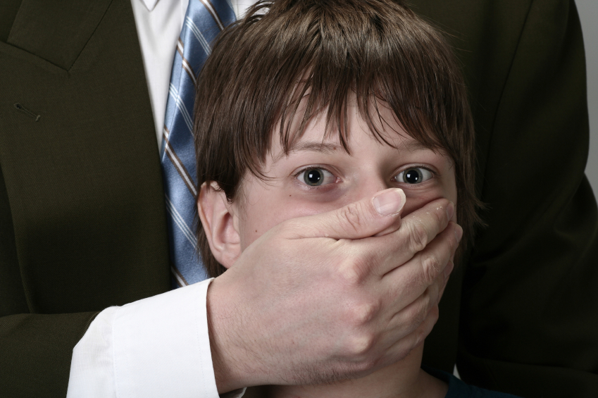 """""""Приходив під виглядом усиновителя, а після…"""": В одному з дитячих будинків масово гвалтували маленьких хлопчиків"""