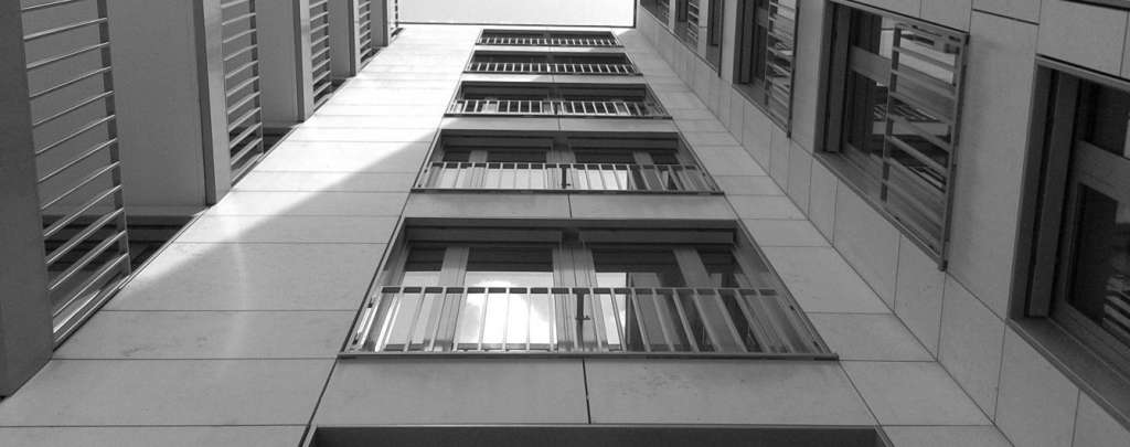 Корінний Львів'янин з невідомих причин вчинив самогубство, вистрибнувши з балкону