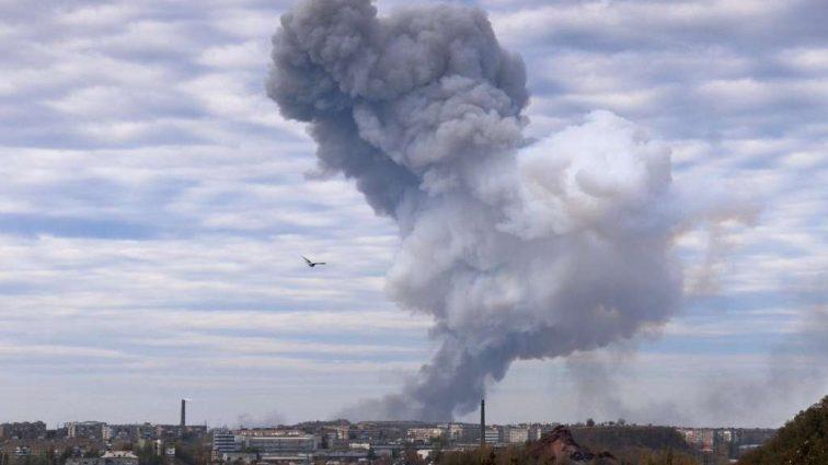 Сколихнулося все місто! В центрі Луганська пролунала серія масштабних вибухів