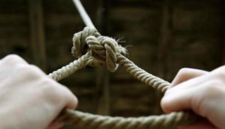 """""""Прив'язав шнур до перил та своєї шиї і стрибнув"""": Чоловік вчинив самогубство прямо в стінах парламенту"""