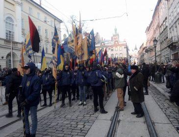 Стовп ганьби та велика кількість активістів: Що відбувається у Львові просто зараз