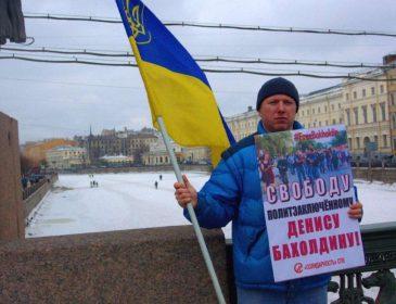 У Петербурзі напали на активіста, який вийшов на одиночний пікет з українським прапором