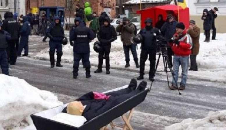 """""""Путін в труні"""": Мережу приголомшило фото, яке оприлюднило МВС України"""