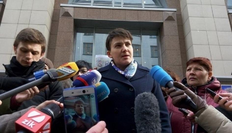 """""""Бачила, як Парубій вводив снайперів у…"""": Савченко під будівлею СБУ зробила гучну заяву і пішла на допит"""