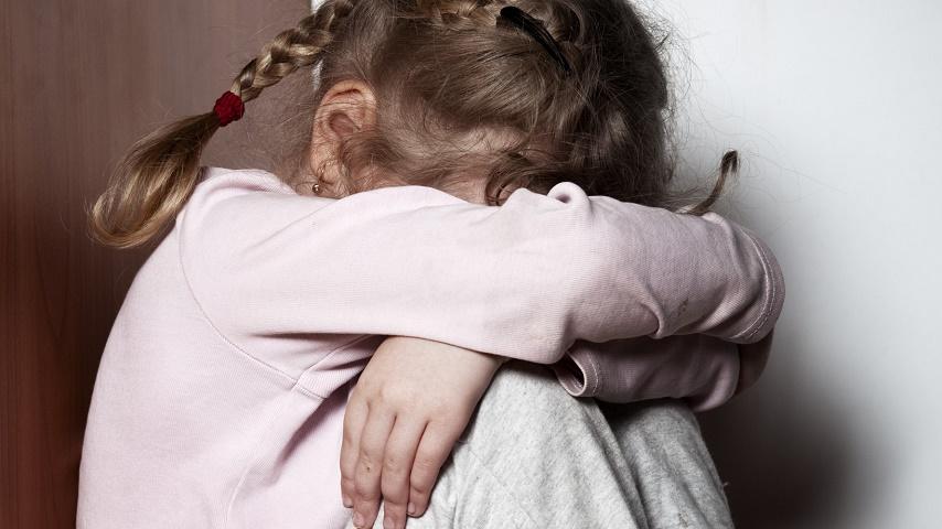 """""""Якби моя тітка спробувала зупинити це …"""": Мати змусила свою маленьку дочку зайнятися близькістю після того, як …"""