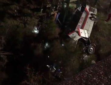 Діти повертались з екскурсії: Автобус з 52-ма школярами впав в ущелину