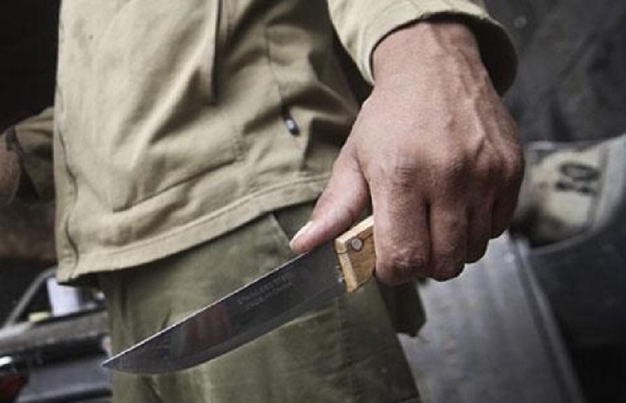 Жахливе вбивство: Батько зарізав сина та його друга у власному будинку