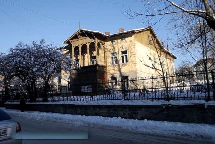 """""""Усім би таку бабусю"""": Меру на Львівщині подарували будинок та дві земельні ділянки, вартістю 1,6 млн грн"""