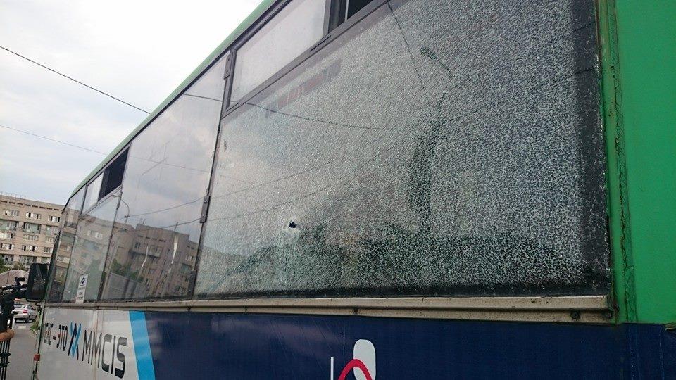 На відомому українському курорті обстріляли маршрутку