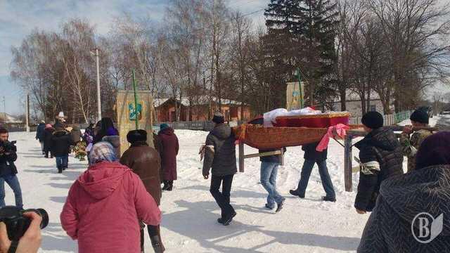 """""""Був порваний ротик, розірвані та обпалені статеві органи і…"""": На Чернігівщині поховали забиту насмерть 2-річну дитину"""