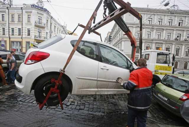 """""""Навіть коли водій не на місці"""": Основні правила паркування згідно з новим законом, про які варто знати"""