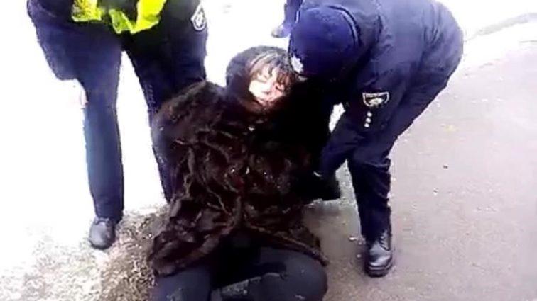 """""""Напилась і заснула в снігу…"""": Жінка вирішила забрати племінника з дитячого садку"""