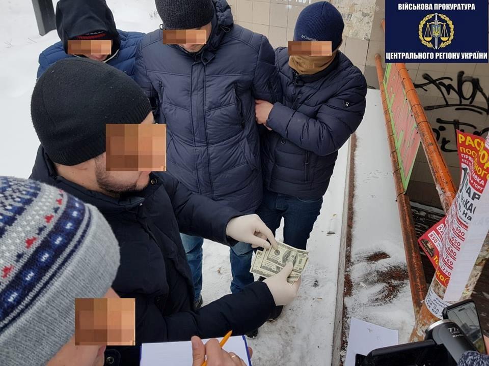 """Прямо у аеропорту """"Бориспіль"""": Чиновники київської митниці погоріли на хабарі"""