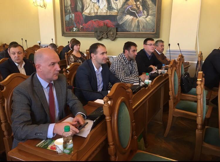 """""""Садовий відмовився…"""": На знак протесту більшість депутатів покинули залу"""