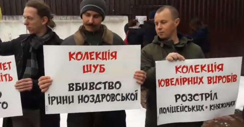 Вже зібралися більше сотні людей: Що відбувається під будинком міністра внутрішніх справ Арсена Авакова