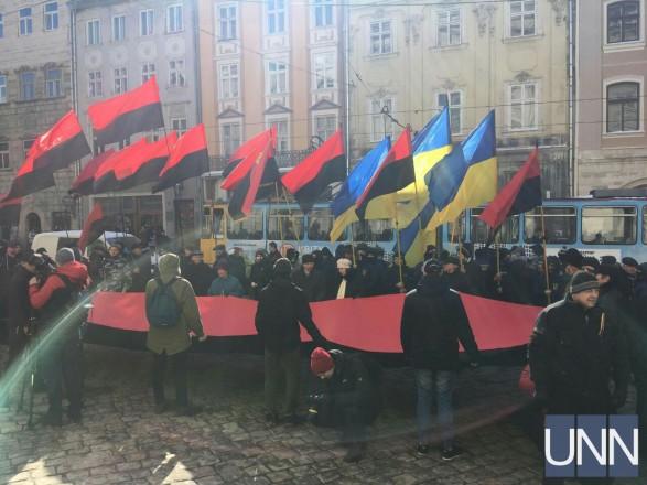 """""""Ми вимагаємо від депутатів схаменутись"""": У Львові під міською радою відбувся протест"""