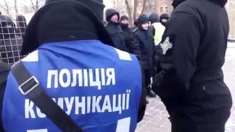 """""""Сотні активістів, поліція вже перекриває дороги"""": Що відбувається у Києві прямо зараз"""