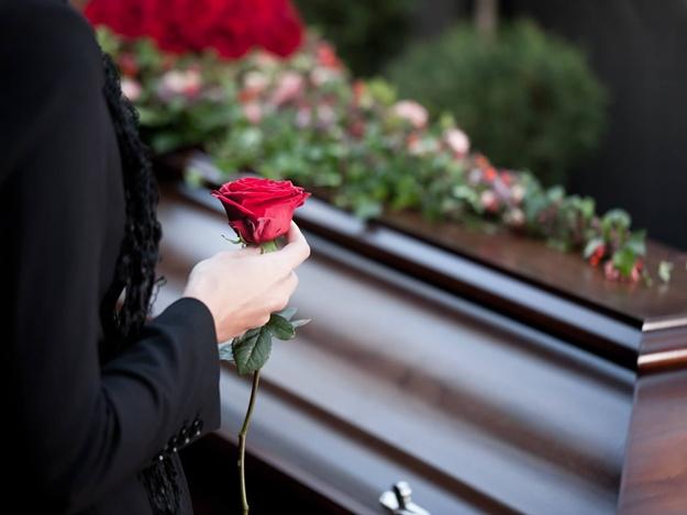 """""""Українцям не доведеться…"""": В Раді внесли зміни до скандального закону """"про похорон"""""""