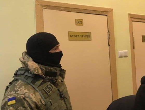 Обшуки у Кернеса: Співробітники прокуратури з собаками увірвались до Харківської міськради  (ФОТО)