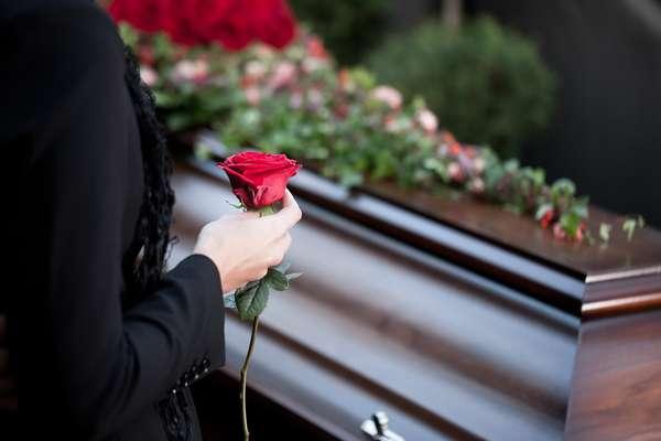 """""""З 15 березня в Україні можна буде померти лише за дозволом суд…"""": Експерт зробила емоційну заяву"""